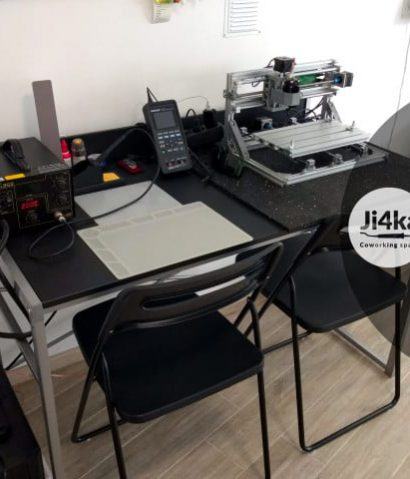 Ji4ka makerspace desk 2