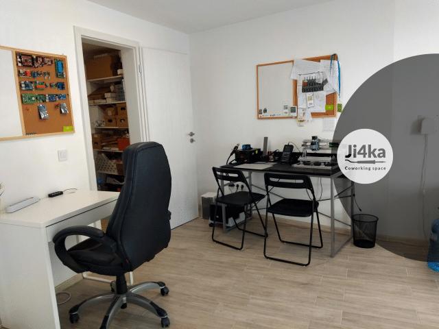 ji4ka makerspace desk 3 (Small)
